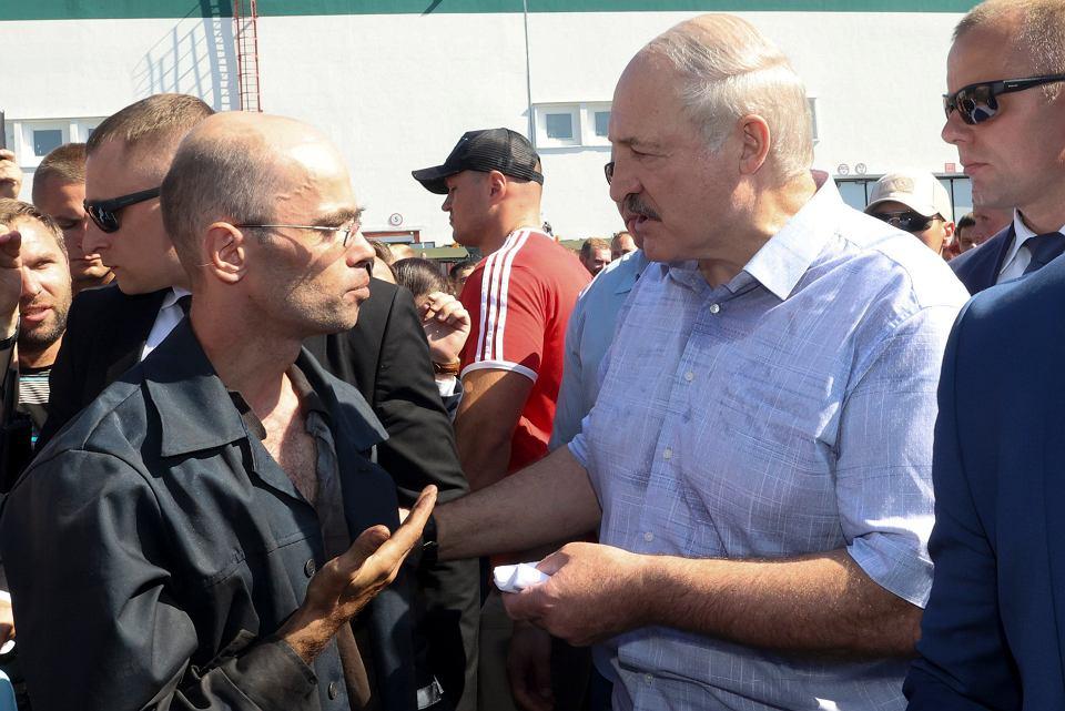 Aleksandr Łukaszenka podczas wizyty w jednym z mińskich zakładów przemysłowych, 17 sierpnia 2020 r.