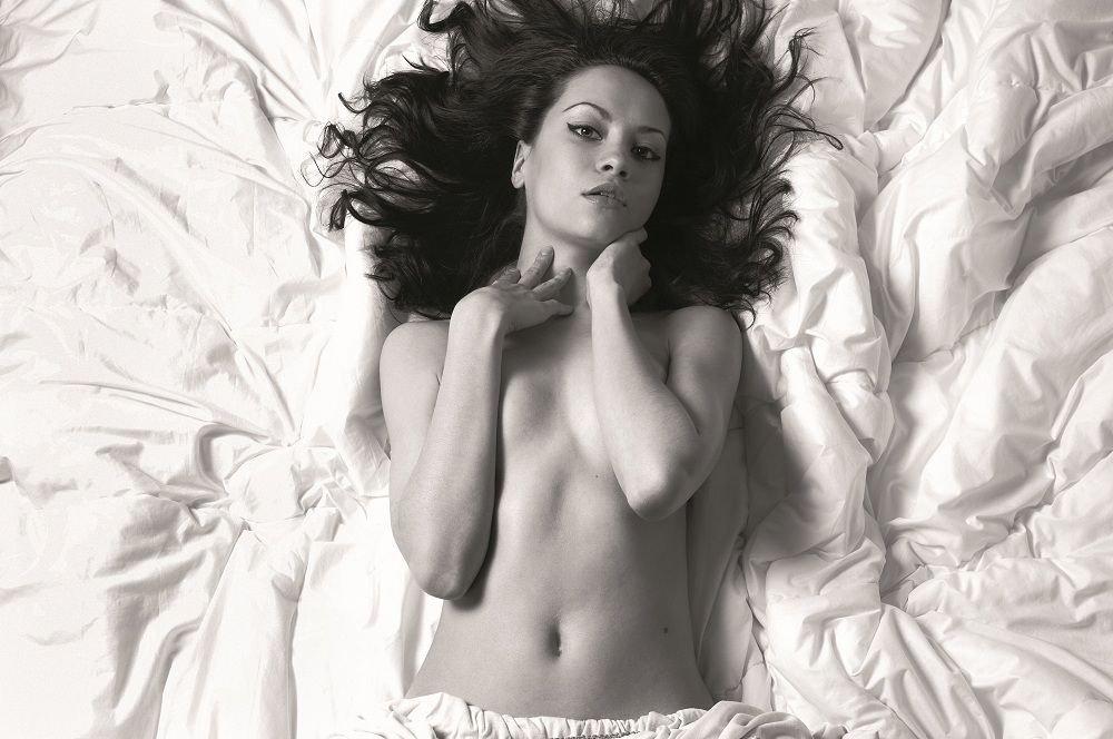 Dirty talk w łóżku może działać na kobiety lepiej niż afrodyzjak - jeśli umiesz to robić...