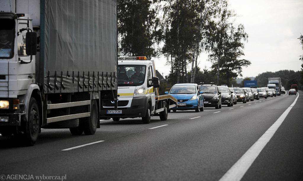 Korki na autostradzie A2 w okolicach Poznania. Na drodze zapaliła się ciężarówka