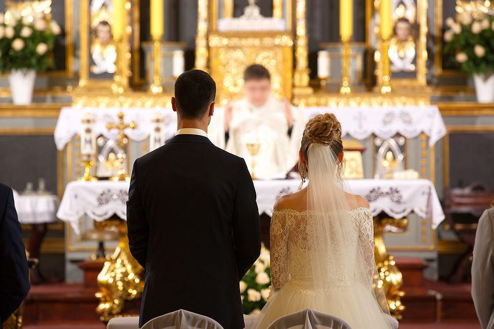 Śluby kościelne coraz droższe? W niektórych parafiach 'co łaska' to nawet 2000 zł (zdjęcie ilustracyjne)