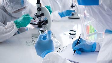 Prace nad nowymi generacjami szczepionek przeciwko SARS-CoV-2 i grypie prowadzą m.in. AstraZeneca i Moderna