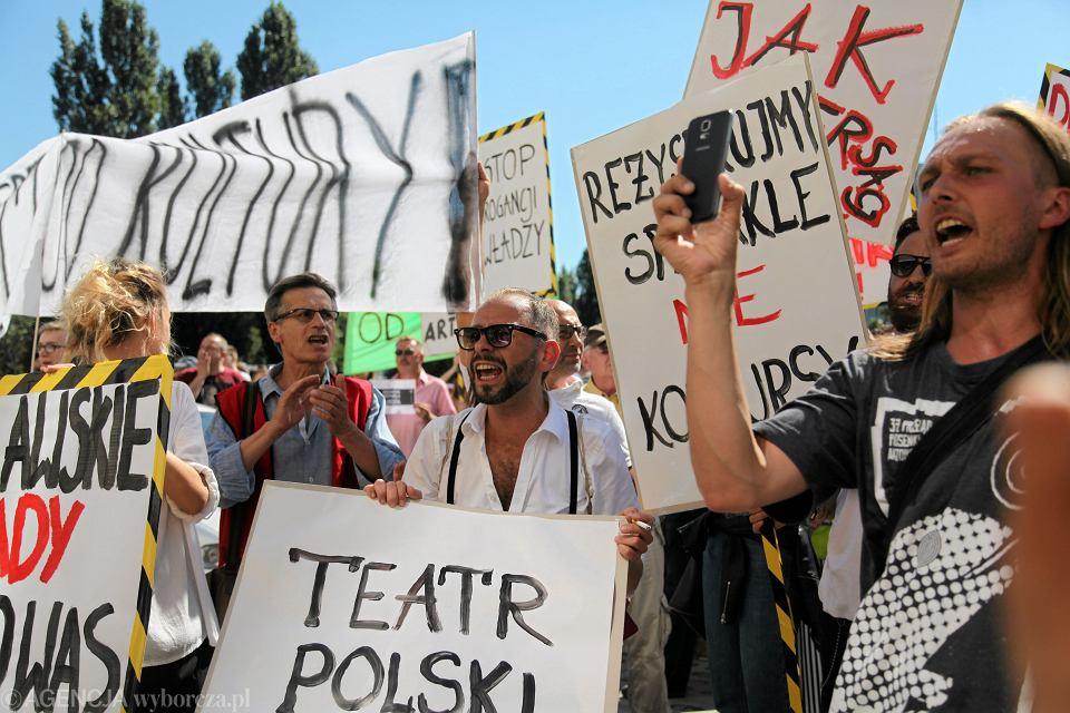 26 sierpnia 2016. Protest w obronie wrocławskiego Teatru Polskiego, którego dyrektorem był Mieszkowski