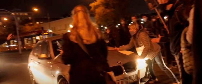 Strajk kobiet. Funkcjonariusz ABW, który potrącił kobiety, nie usłyszy zarzutów