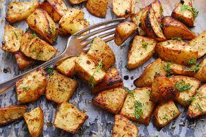 Jak zrobić ziemniaki pieczone? Prosty przepis jak nadać ziemniakom pyszną formę