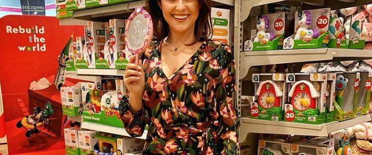 Katarzyna Cichopek radzi, co kupić dzieciom pod choinkę. Fanki patrzą na jej modne kozaki od polskiej marki