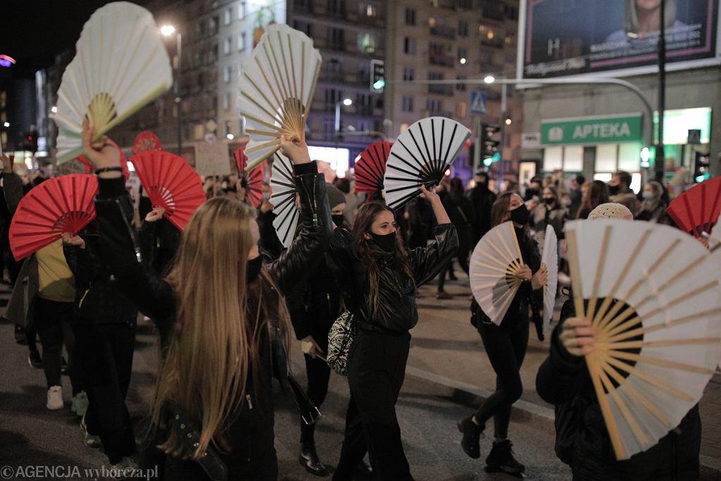 Strajk Kobiet . Marsz na Warszawę