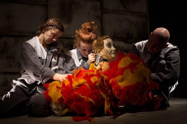 W środku słońca gromadzi się popiół - Wrocławski Teatr Lalek. Międzynarodowy Festiwal Teatru Lalek dla Dorosłych 'Metamorfozy Lalek'