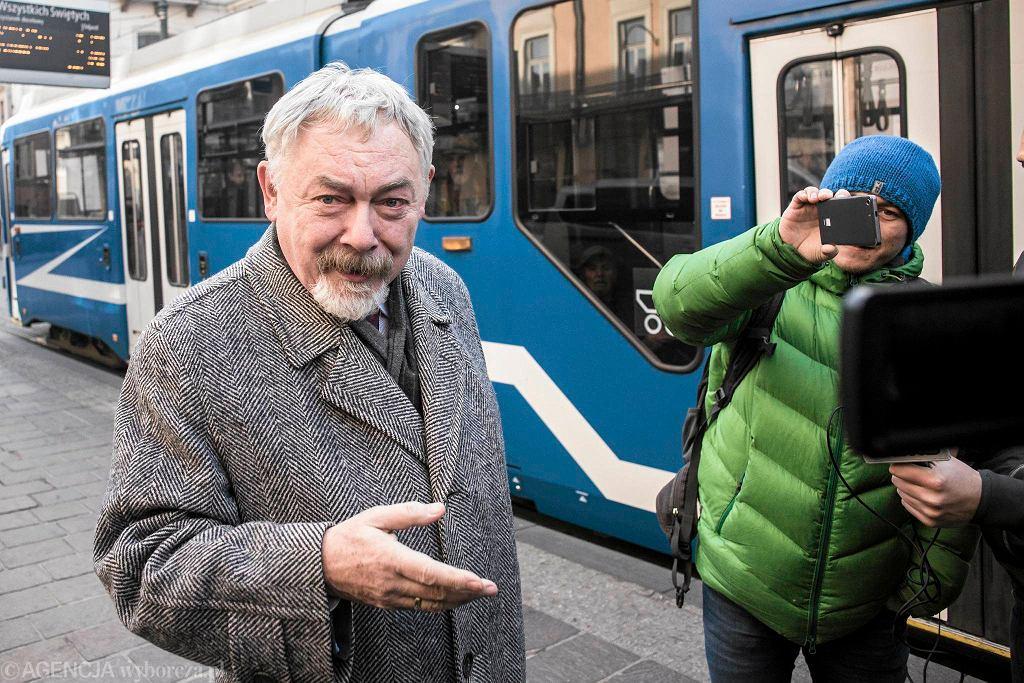 6 listopada 2015 r. z powodu smogu prezydent Jacek Majchrowski przyjechał do pracy tramwajem. Namawiał do tego także krakowskich kierowców.
