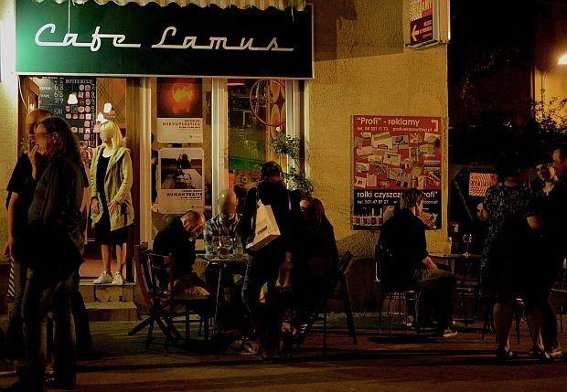 Zdjęcie numer 2 w galerii - Na Lawendowej i Straganiarskiej nocą. Pan Andrzej pilnuje: