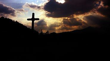 Od początku istnienia Kościoła byli jednak chrześcijanie, którzy nie zamierzali nadstawiać drugiego policzka