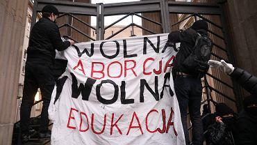 Protest przed MEN w Warszawie