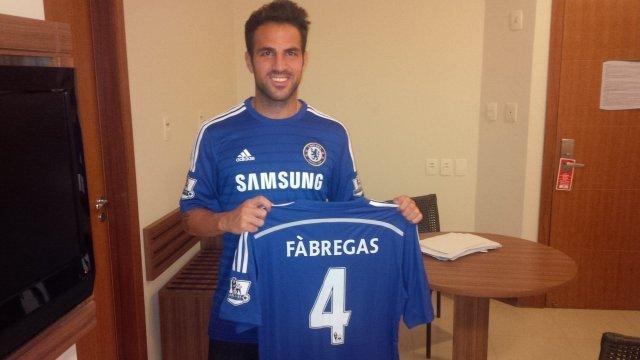 Cesc Fabregas z koszulką Chelsea Londyn