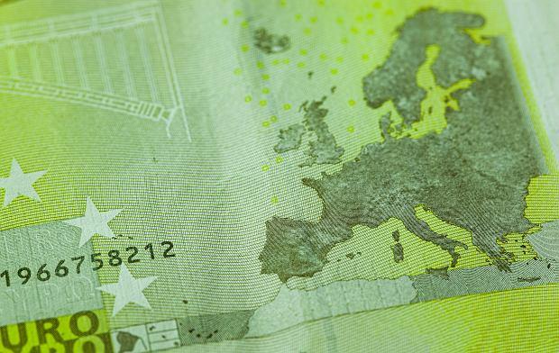 Era niekończących się długów ma tylko jedno radykalne rozwiązanie