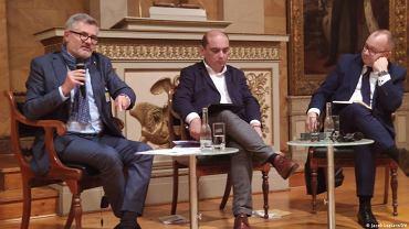 Od lewej: Dietmar Nietan (SPD), Basil Kerski (red. nacz. magazynu DIALOG) oraz Adam Bodnar