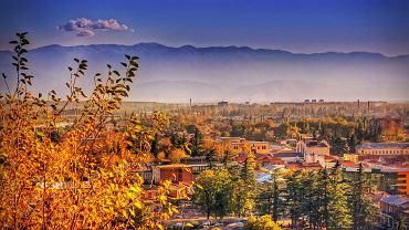 . Kutaisi - drugie największe miasto Gruzji. Leży u podnóża Wysokiego Kaukazu, stąd również blisko do Tbilisi albo nadmorskiego Batumi.