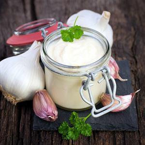 Jedzenie czosnku pomaga zwalczyć przeziębienie