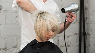 Modne, odmładzające fryzury dla kobiet po 50-tce. Oto cięcia, którymi odejmiesz sobie lat!