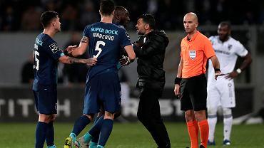 Sędzia pokazał dwie czerwone zawodnikom Porto i boi się o życie