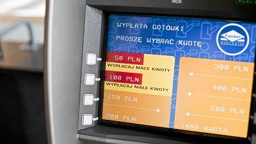 Bankomat w Krakowie wybrudzono fekaliami. Ofiarą wandali padały także automaty do biletów (zdjęcie ilustracyjne)