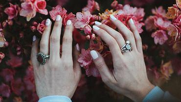 Paznokcie 2021 - cztery trendy w manicure. Sprawdź, jakie zdobienia będą modne