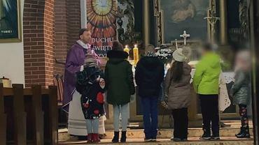 Ksiądz Dariusz Olejniczak prowadził rekolekcje z dziećmi pomimo zakazu sadowego