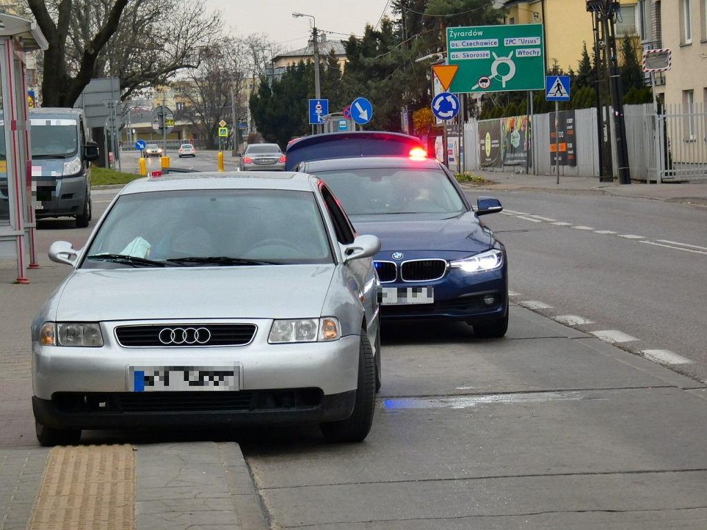 3.04.2020. Obywatelskie zatrzymanie pijanego kierowcy w Ursusie. Miał 3 promile