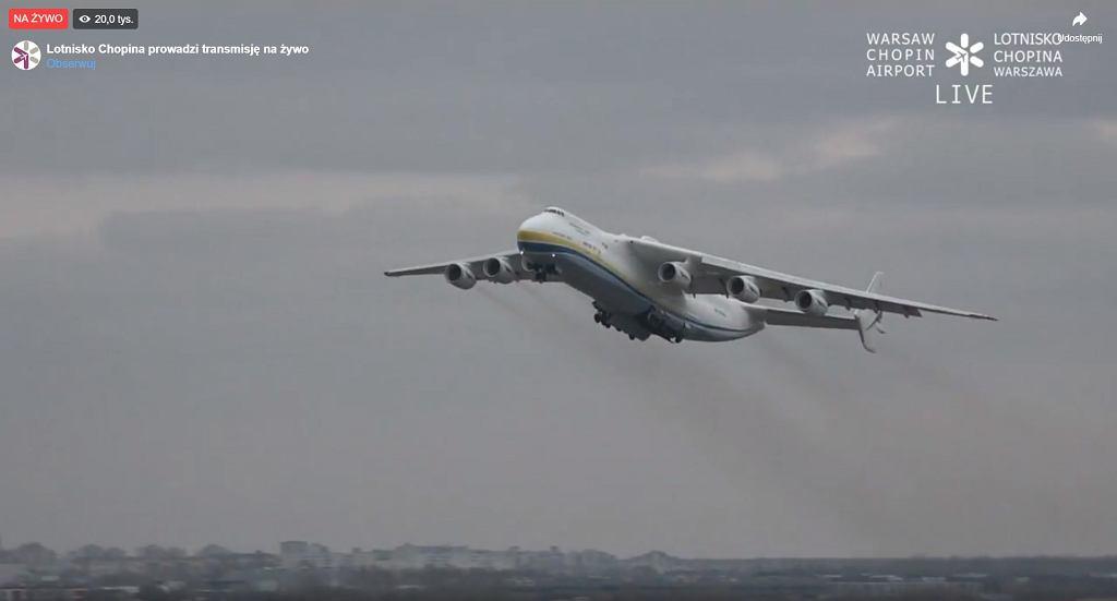 Samolot AN-225 startuje z Lotniska Chopina