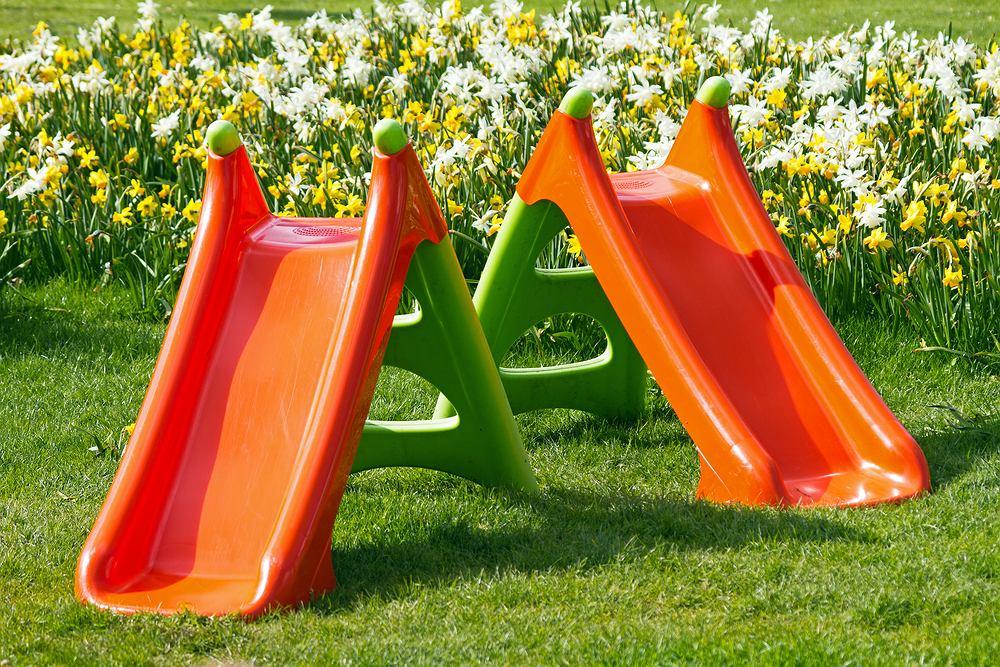 Zabawki dla dzieci do ogrodu. Zdjęcie ilustracyjne