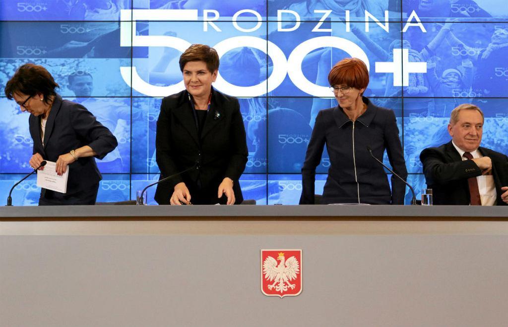 Kancelaria Prezesa Rady Ministrów. Od lewej : była minister i rzecznik rządu PiS Elżbieta Witek, wicepremier Beata Szydło, minister pracy Elżbieta Rafalska, minister Henryk Kowalczyk.