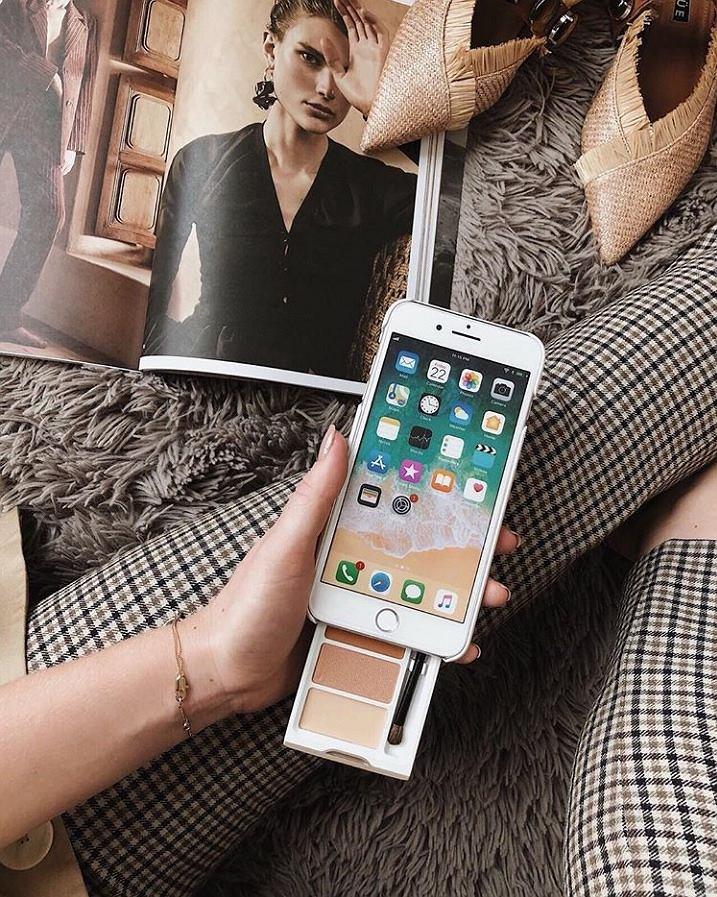 Telefon i paletka do makijaż w jednym!