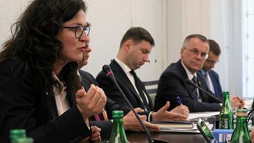 9.07.2019, prezydent Gdańska Aleksandra Dulkiewicz na posiedzeniu Senackiej Komisji Kultury i Środków Przekazu w sprawie budowy Muzeum Westerplatte.