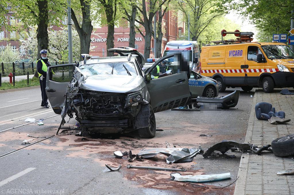Sobotni wypadek z udziałem nissana i peugeota na ul. Niemierzyńskiej w Szczecinie