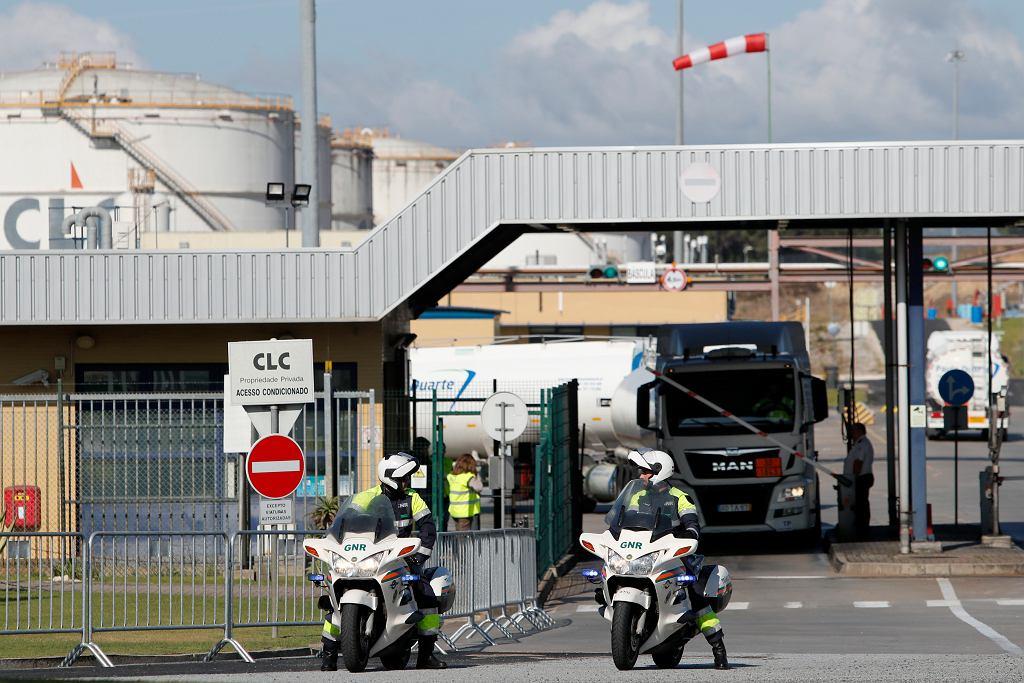 Portugalia racjonuje paliwo, cysterny z obstawą policji. Wszystko przez strajk.