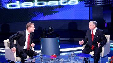 Donald Tusk i Jarosław Kaczyński podczas debaty wyborczej w studiu TVP, 12.10.2007 r.