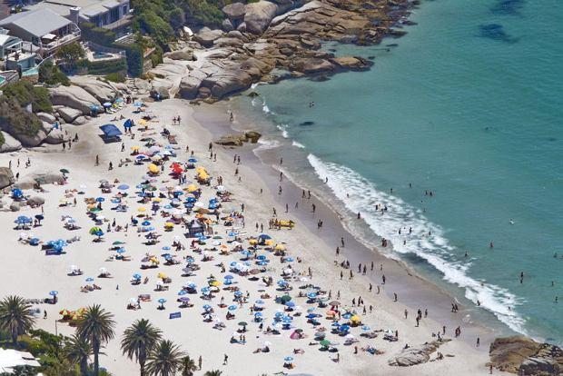 Wyrózniona Błękitną Flagą plaża w Kapsztadzie / shutterstock