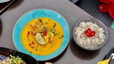 Lokale Kielce. Yellow Thai Curry w Kreweta Tempura Bar przy ul. św. Leonarda w Kielcach