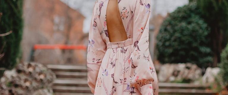 Szukasz sukienki na wesele? Te zwiewne modele są idealne. TOP 21 perełek za mniej niż 200 zł!