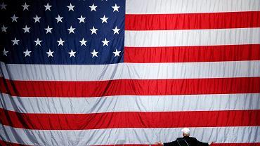 Stało się! Donald Trump został 45. prezydentem Stanów Zjednoczonych. Wybraliśmy najlepsze zdjęcia z jego kampanii wyborczej. To zostało zrobione zaledwie trzy dni temu. Donald Trump pozuje na tle ogromnej flagi Stanów Zjednoczonych. Wtedy sondaże nie dawały mu wielkich szans na wygraną. Wszystko zmieniło się w ciągu zaledwie kilku godzin - wyborcy zdecydowali, że to on będzie nowym gospodarzem w Białym Domu.