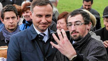 Andrzej Duda, kandydat PiS na prezydenta RP, w sanktuarium w Strachocinie na Podkarpaciu