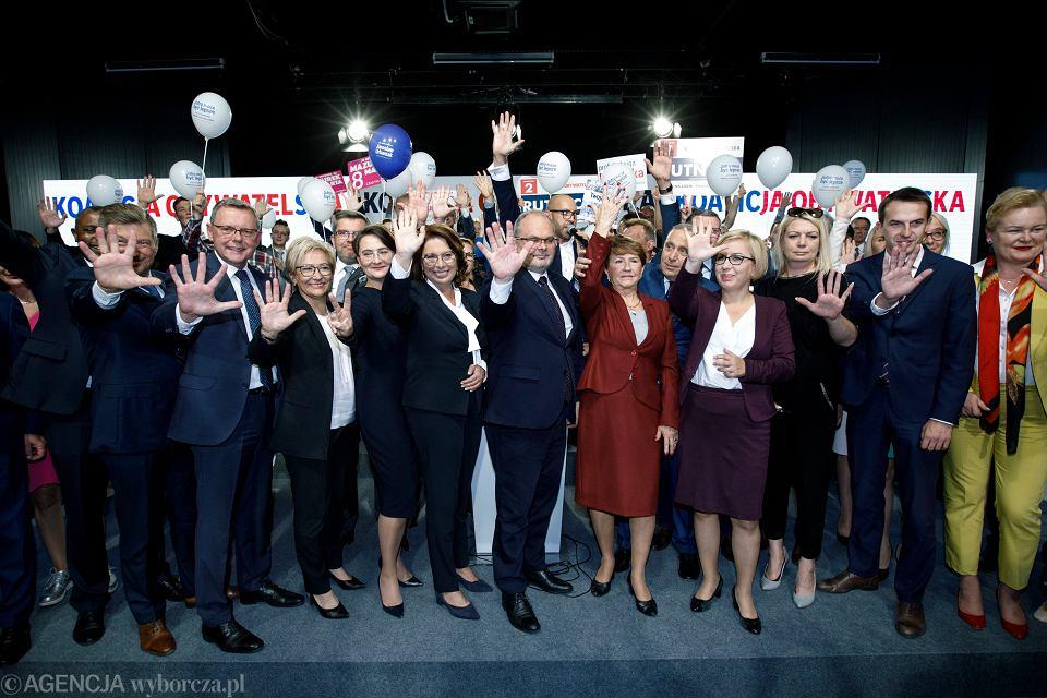 Konwencja Koalicji Obywatelskiej w Poznaniu. W środku, obok Małgorzaty Kidawy-Błońskiej, Maciej Sytek - kandydat do Senatu z Konina