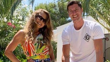 Cała rodzina Lewandowskich w stylizacjach od Dolce & Gabbana. Wyszło drogo. Klara i Laura to małe elegantki