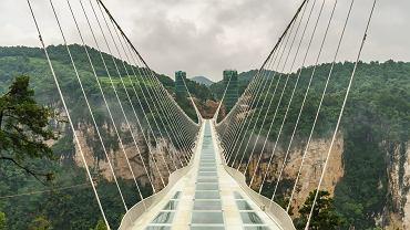 Najwyższe szklane baseny i mosty. To atrakcje tylko dla odważnych