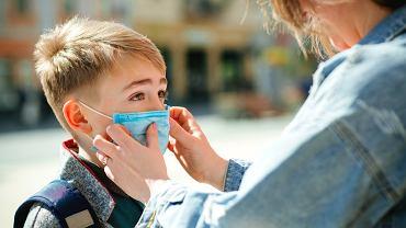 Jak dzieci walczą z koronawirusem, dlaczego chorują rzadziej?