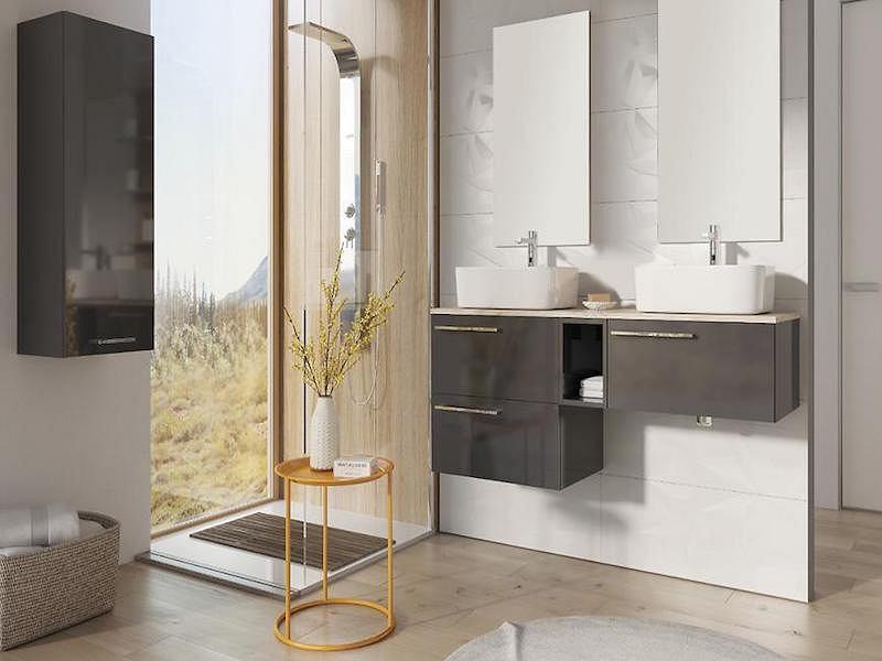 Blat łazienkowy w kremowym kolorze.