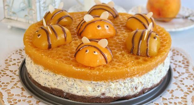 Wszystkich urzekło ciasto pszczółka, a próbowaliście sernika w tej wersji? Mamy genialny przepis
