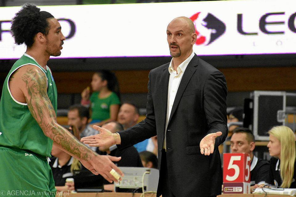Drew Gordon i trener Żan Tabak