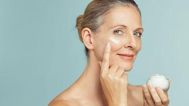 Marka Vichy specjalizuje się w dbaniu o skórę kobiet również podczas menopauzy i po niej. Nowością są dwie serie z gamy Neovadiol.