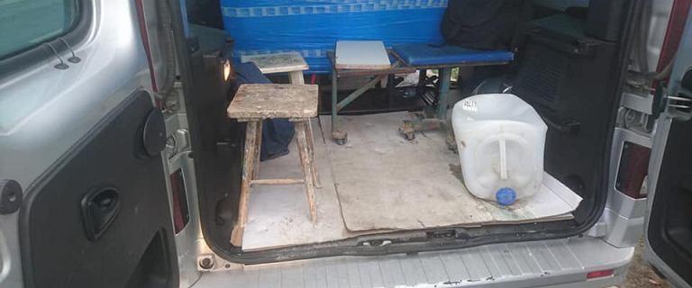 Policja zatrzymała vana. W środku 17 Meksykanów i pijany kierowca