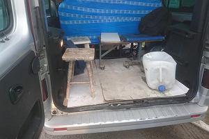 Wielkopolska policja zatrzymała dostawczakawypchanego ludźmi. W środku 17 Meksykanów i pijany kierowca