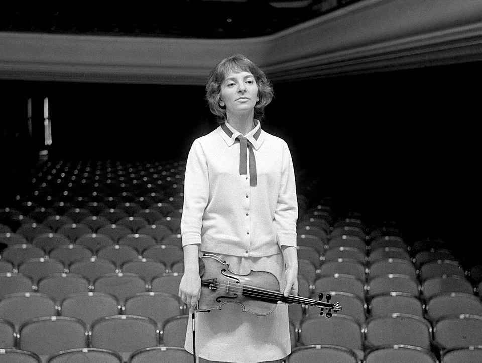 Wanda Wiłkomirska podczas prób w Filharmonii Narodowej, Warszawa, 1964 r.